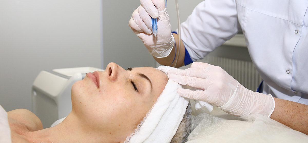 Без уколов и боли: новейшая косметологическая процедура для лица*