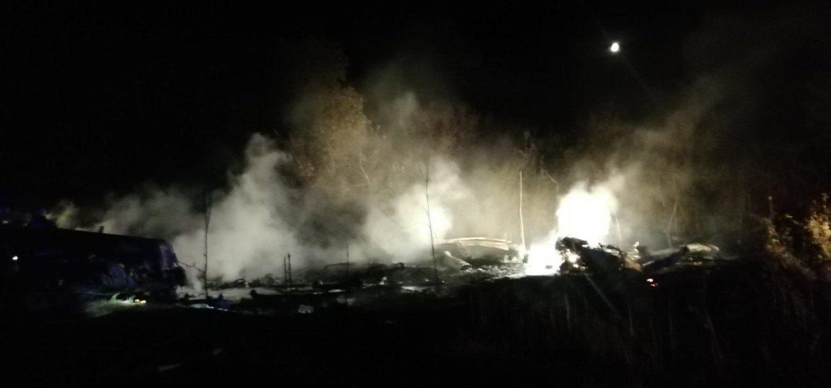 В Украине упал и загорелся самолет с курсантами. Десятки погибших. Видео