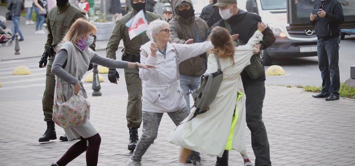 Мирная акция солидарности 9 сентября в центре Минска закончилась брутальными задержаниями. Видео