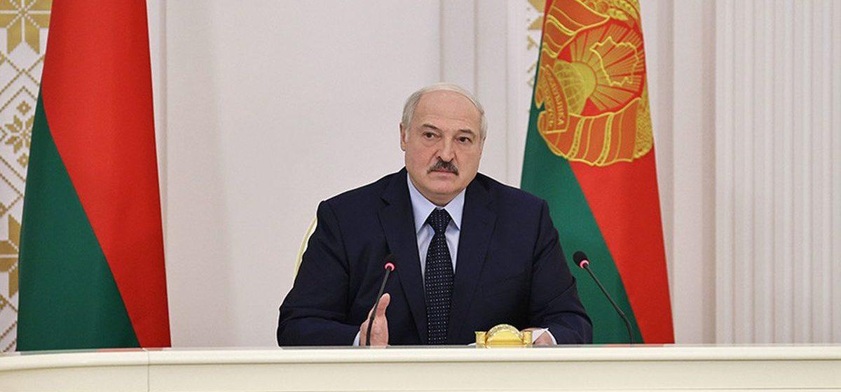 «Тихановская плакала на шее. Вывезли». Лукашенко рассказал новые подробности о выезде Тихановской в Литву