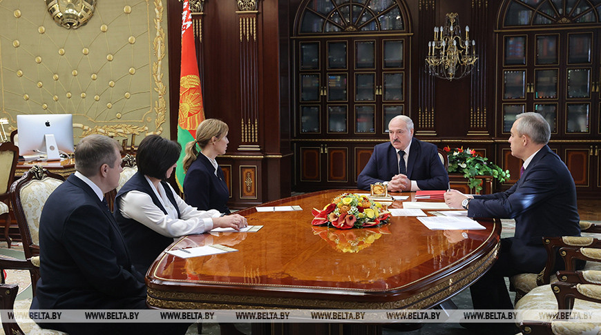 «Что будет с вами без меня?». Лукашенко еще раз заявил, что не держится за власть посиневшими руками