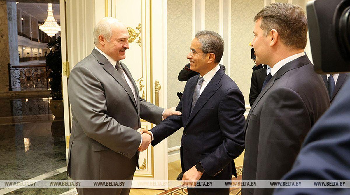 Александр Лукашенко   с председателем совета директоров компании Emaar Properties Мухаммедом Али аль-Аббаром. Фото: belta.by