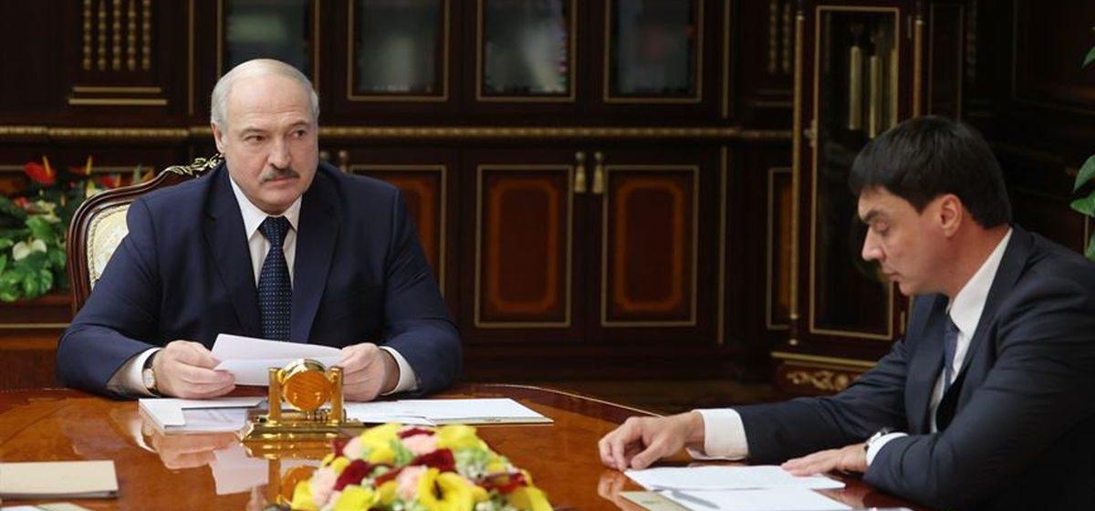 Лукашенко: предлагается 71 полномочие перенести от президента на все уровни власти