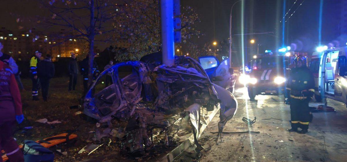 Страшное ДТП в Минске: автомобиль разорвало пополам. Погибли все находившиеся в авто подростки. Видео