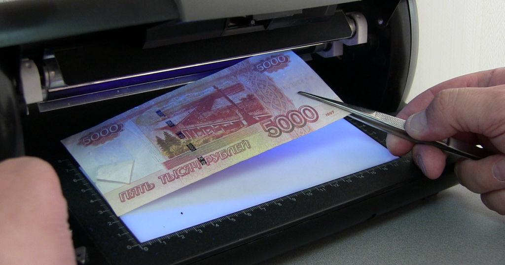 Житель Барановичей хотел обменять пять тысяч фальшивых российских рублей