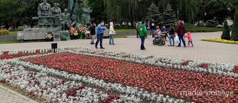 В Пинске с клумбы убрали красные цветы, чтобы она не была политической расцветки