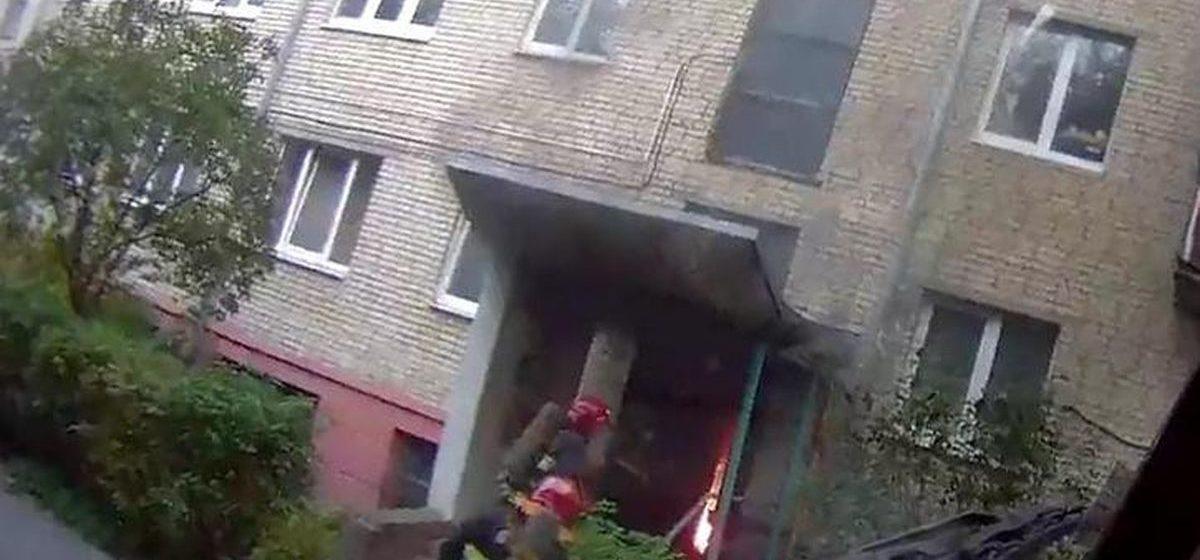 В подъезде жилого дома в Барановичах произошел пожар
