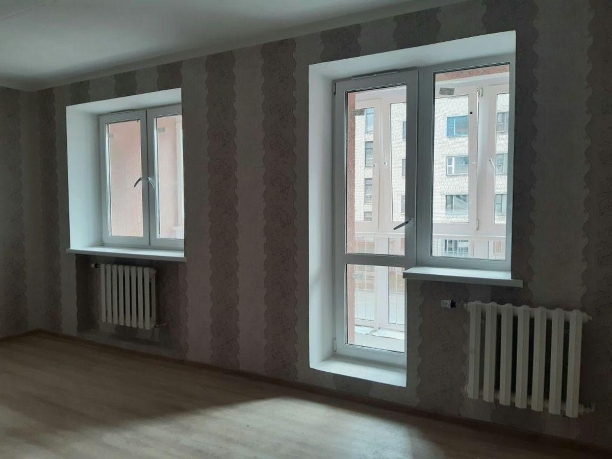 Жилая комната в двухкомнатной квартире. Фото: Елена ЗЕЛЕНКО