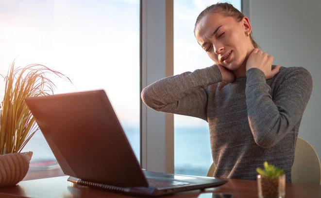 Восемь привычек, которые в буквальном смысле разрушают позвоночник