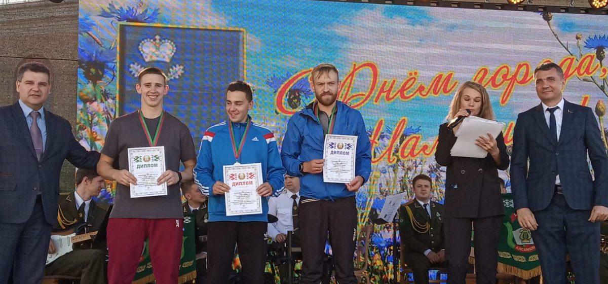 Студенты БарГУ и их тренер завоевали медали международного марафона