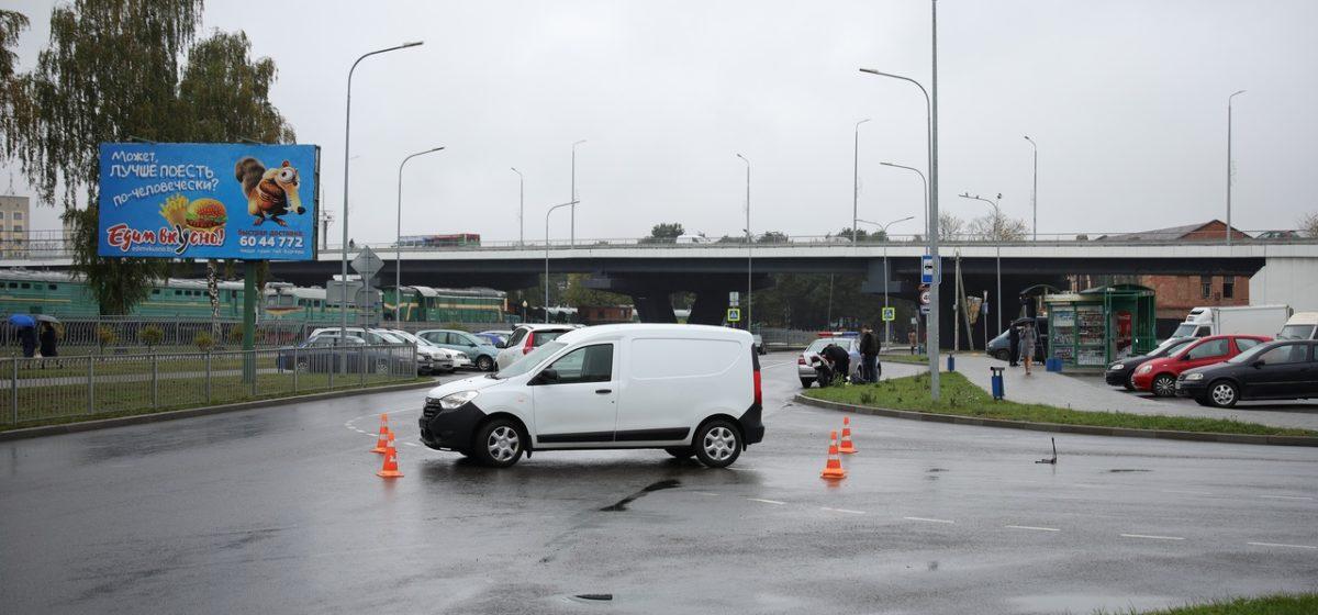 Мотоцикл и автомобиль столкнулись в Барановичах
