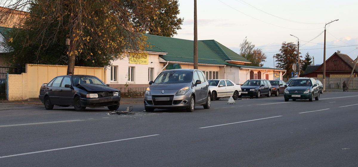 «Рено» и «Фольксваген» столкнулись в Барановичах
