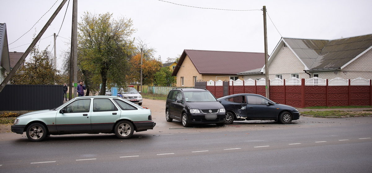 Три автомобиля столкнулись в Барановичах