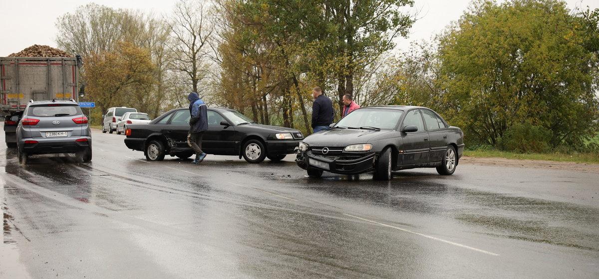 Авто развернуло от удара в ДТП на окраине Барановичей