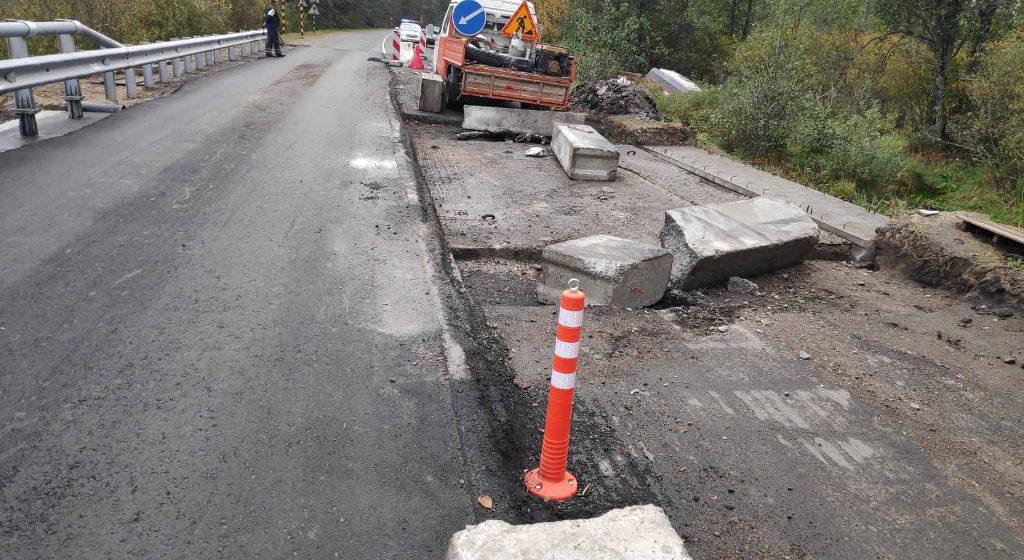 В Житковичском районе МАЗ влетел в железобетонное ограждение, которое ранило рабочего