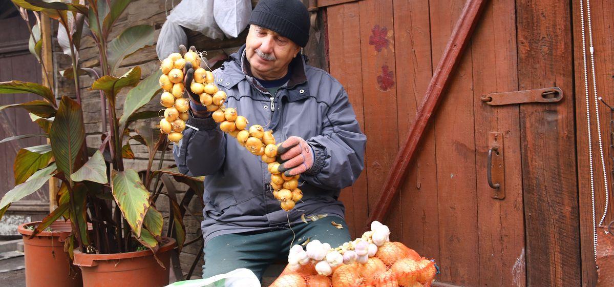 Как сохранить лук, чеснок и корнеплоды до следующего урожая: проверенные способы и секреты