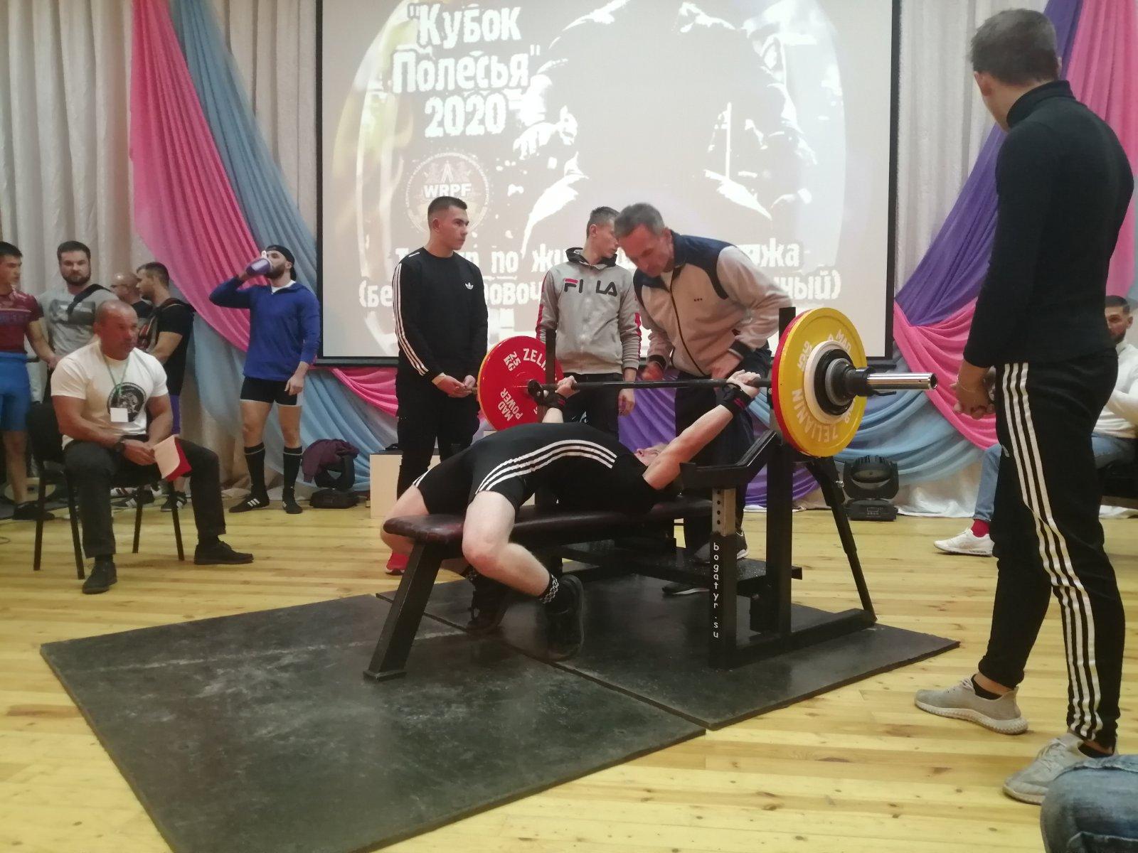 Иван Клюкач и его тренер Сергей Сакович на помосте.