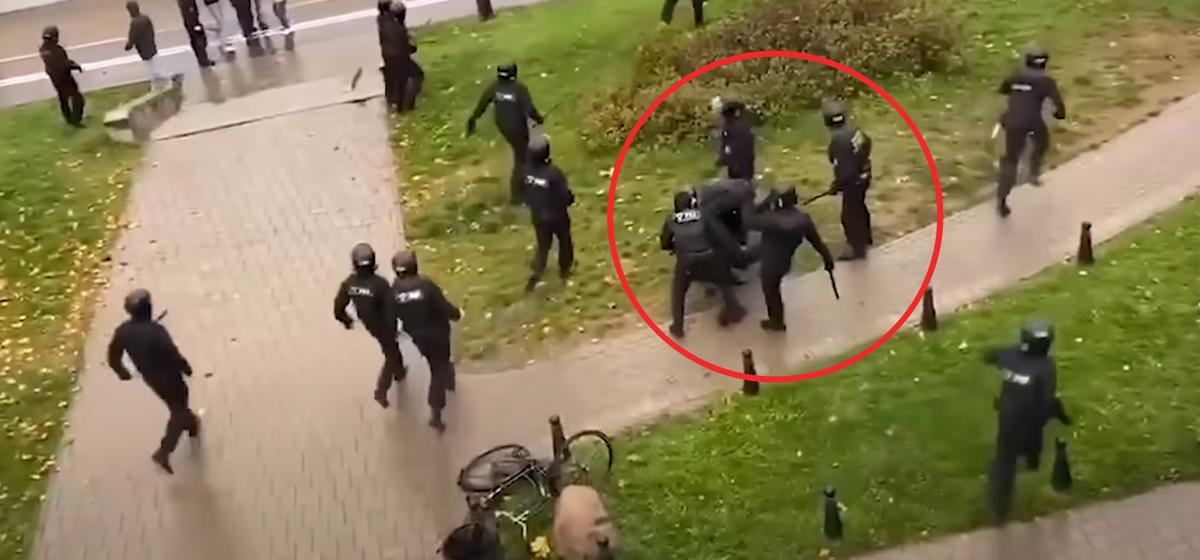 «Не видел, чтобы его били». Суд признал виновным брата героя Беларуси Домрачевой в участии в акции