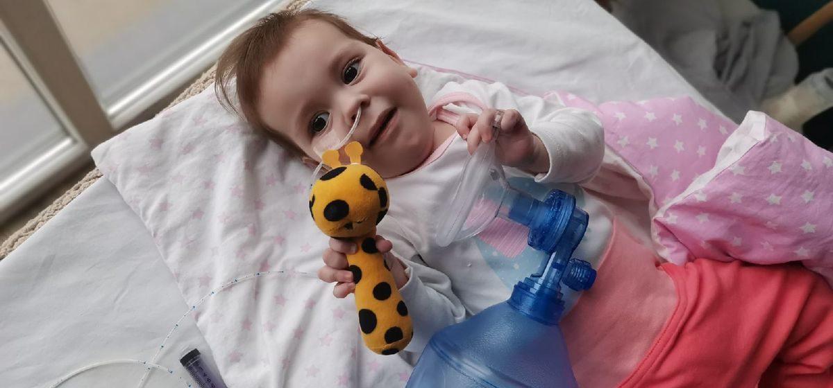 Софии Жагунь из Ляховичей с диагнозом СМА 1 типа сделали пятый укол. Сбор средств продолжается