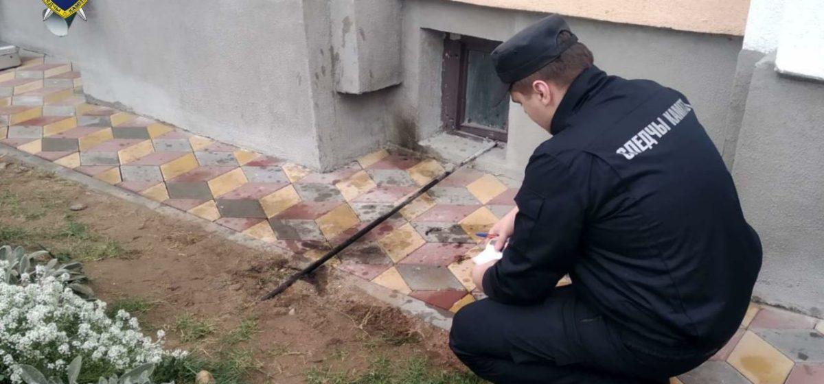 Прошли обыски у шести барановичских анархистов из-за разбитого окна в прокуратуре