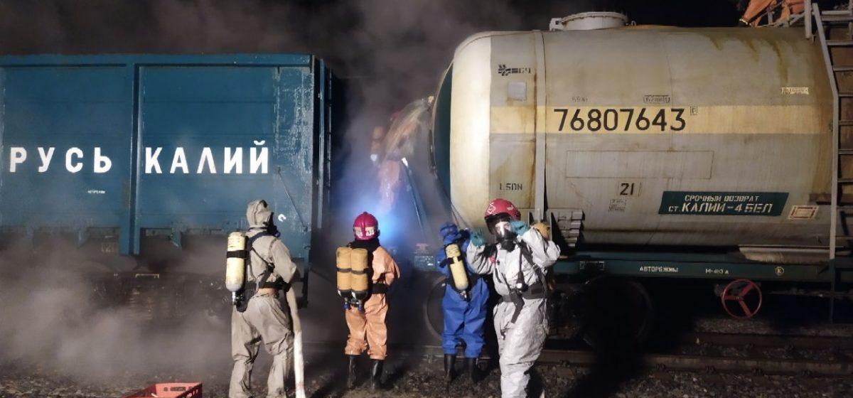 Соляная кислота вытекла из цистерны на станции в Слуцком районе. Видео