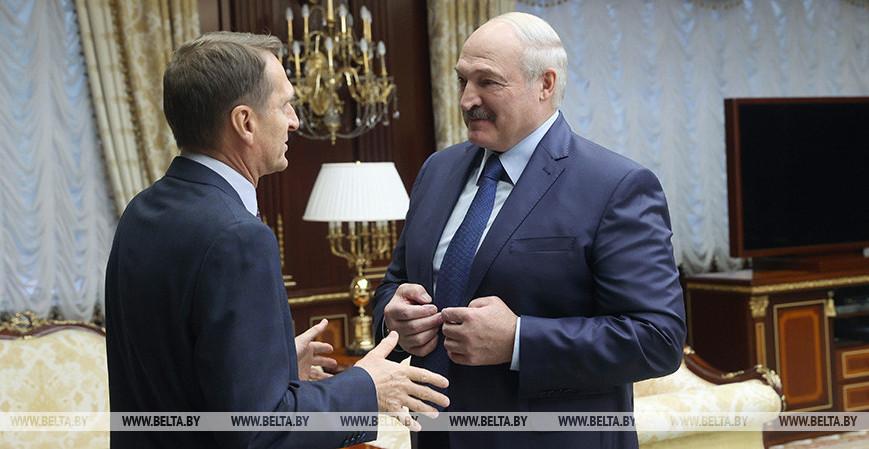 Карбалевич: «Лукашенко послал Путина с его требованиями очень далеко. И Нарышкин приехал высказать недовольство»