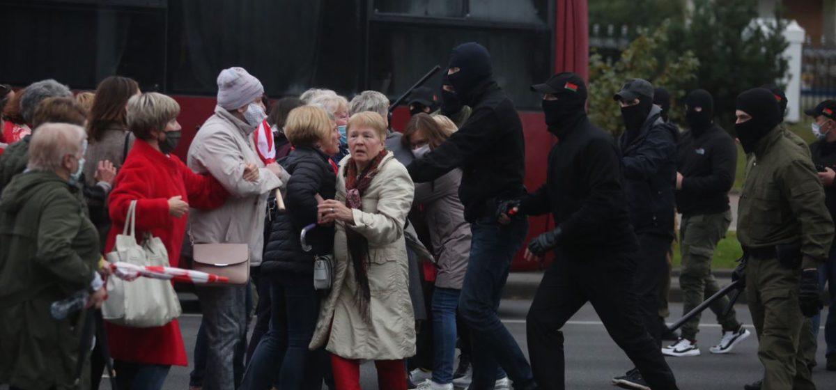 В Минске милиция применила светошумовые устройства для разгона пенсионеров. Видео