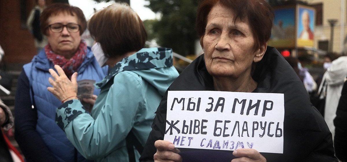 «Бабушки против насилия, дедушки против ОМОНа». В Минске проходит Марш пенсионеров