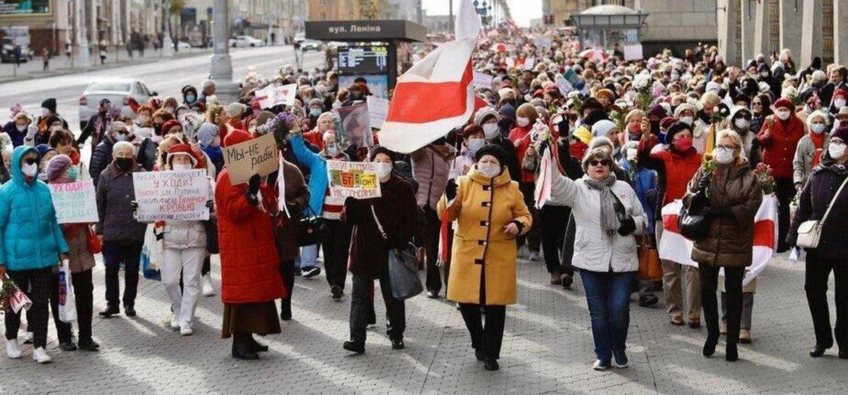 На третий Марш пенсионеров в Минске вышли тысячи людей. Провластный митинг их не остановил