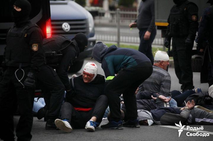 Марш гордости, водометы, задержания журналистов и протестующих. Что происходит 11 октября в Минске и других городах. Онлайн