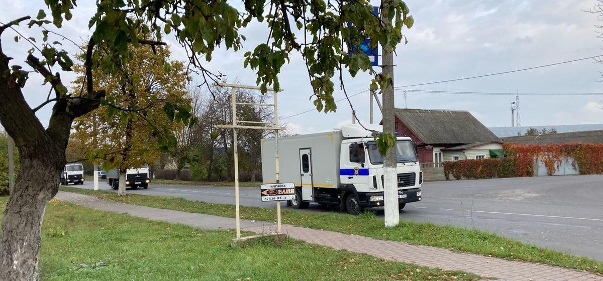 В барановичское СИЗО приехали шесть автозаков из Минска. Среди этапированных известный активист Змитер Дашкевич