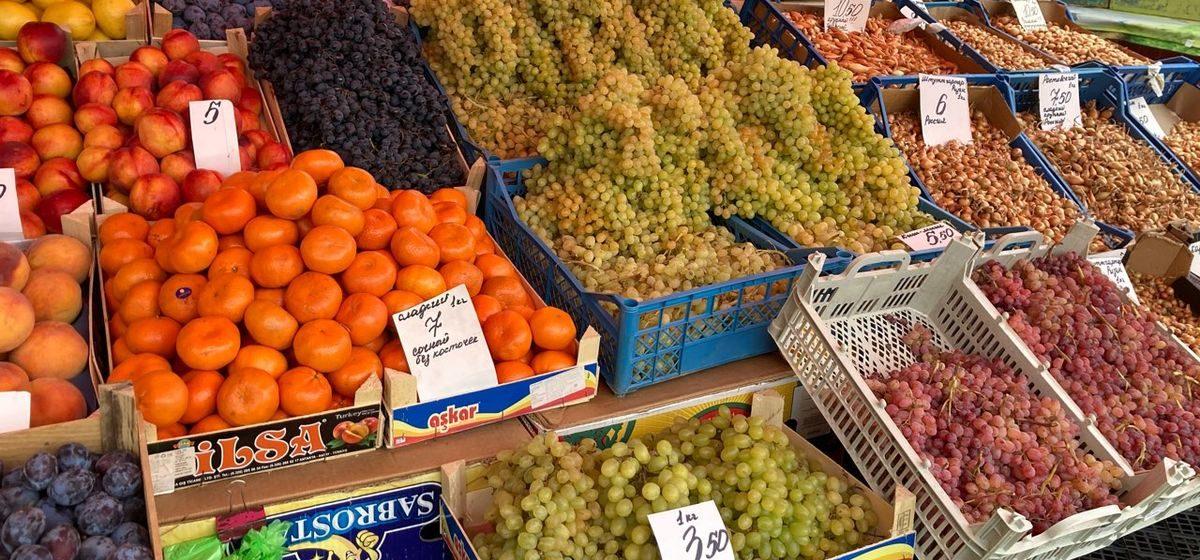Что почем. На барановичском рынке подешевели огурцы, а чеснок и нектарин подорожали