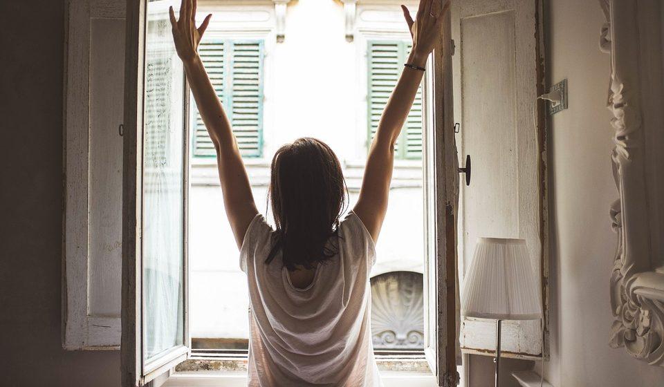 Медики рассказали, чего не стоит делать по утрам