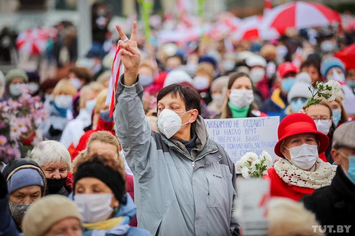 Совместный марш пенсионеров и медиков. Что происходит в Минске 2 ноября