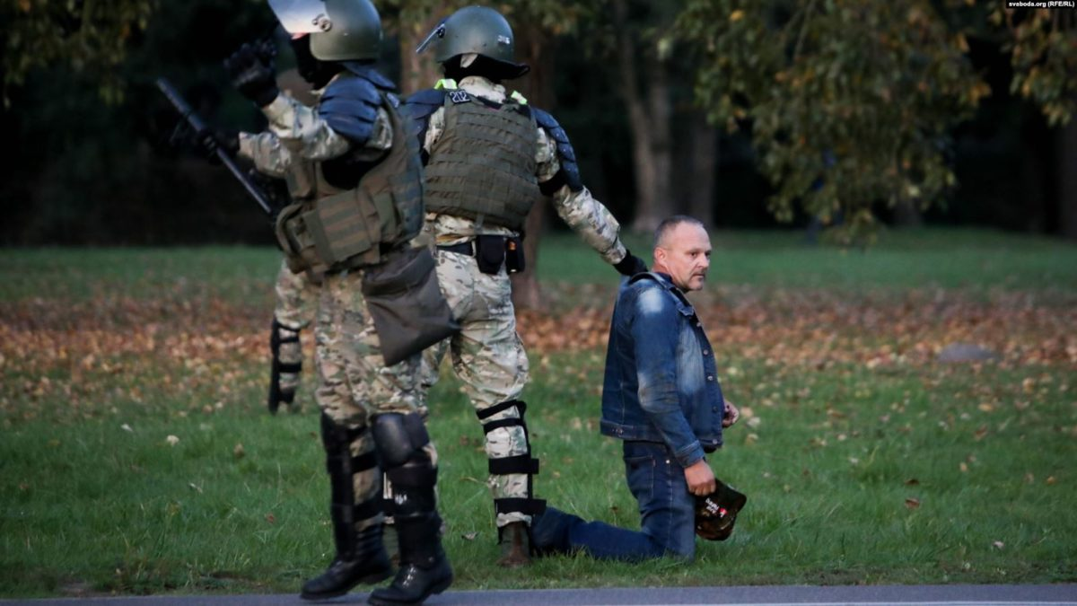 Фото используется в качестве иллюстрации, силовики разгоняют протестующих против инаугурации Александра Лукашенко, Svaboda.org