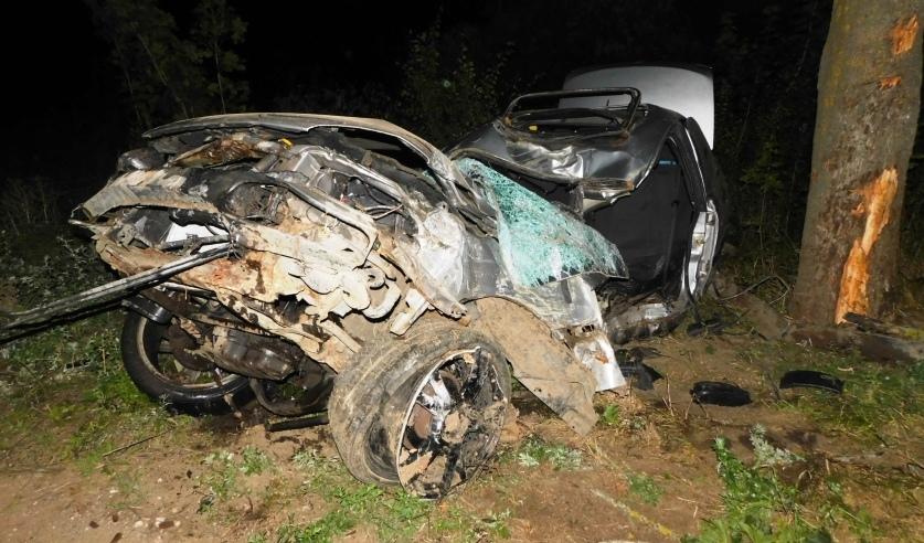 Установлены подробности ДТП под Ляховичами, когда парень дал несовершеннолетней проехать за рулем авто, а она разбилась