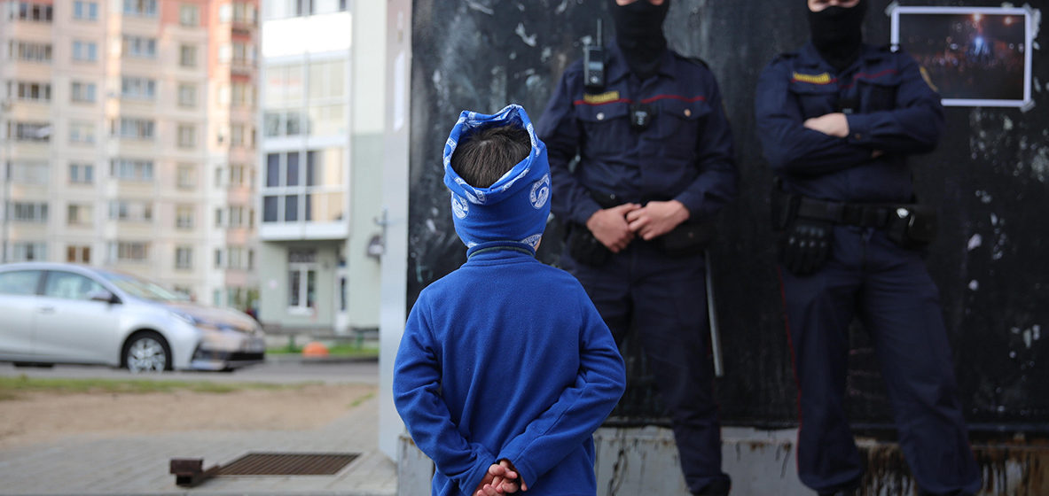 Лукашенко заявил, что эти «хождения полутора тысяч протестунов» не закончатся никогда: им же платят
