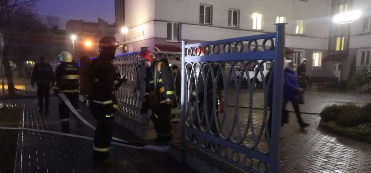 Женскую консультацию эвакуировали в Барановичах из-за задымления. Видео