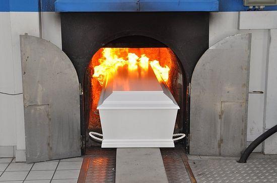 Кремация умершего человека: как правильно организовать похороны?