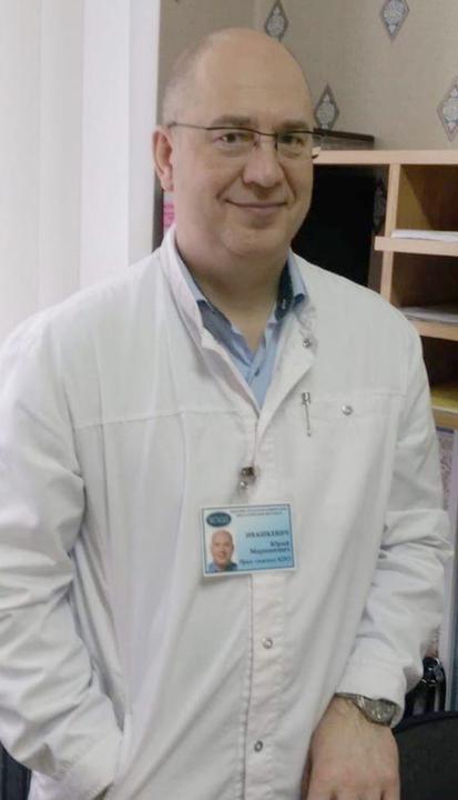 Юрий Ивашкевич сделал карьеру в фармакологическом бизнесе, но вернулся в больницу. Фото из личного архива