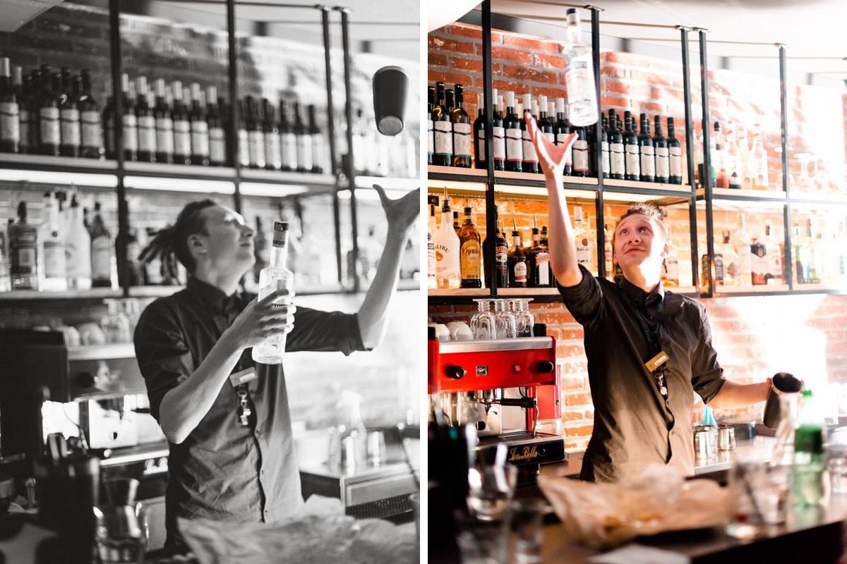 Антон Бычков занимается флейрингом за барной стойкой.