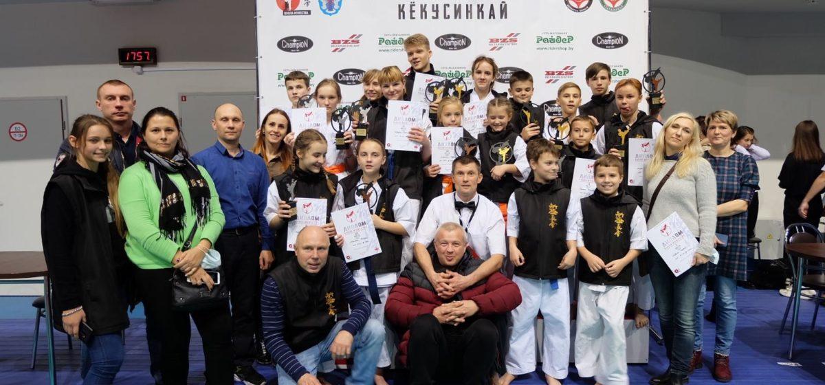 Россыпь наград завоевали барановичские каратисты на республиканском турнире