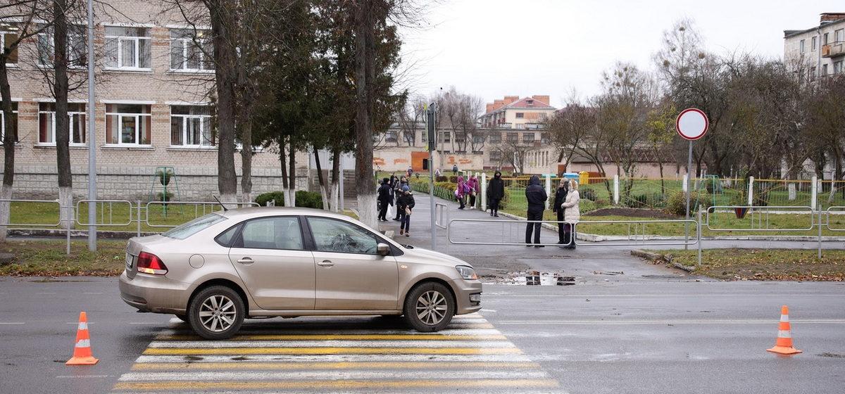 Подросток попал под автомобиль на пешеходном переходе в Барановичах