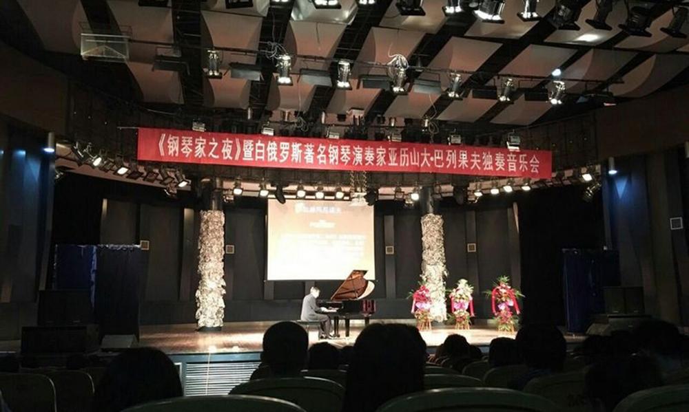 День пианиста отмечается в Наньча в Китайской Народной Республике. Фото: Юлия АРХАНГЕЛЬСКАЯ