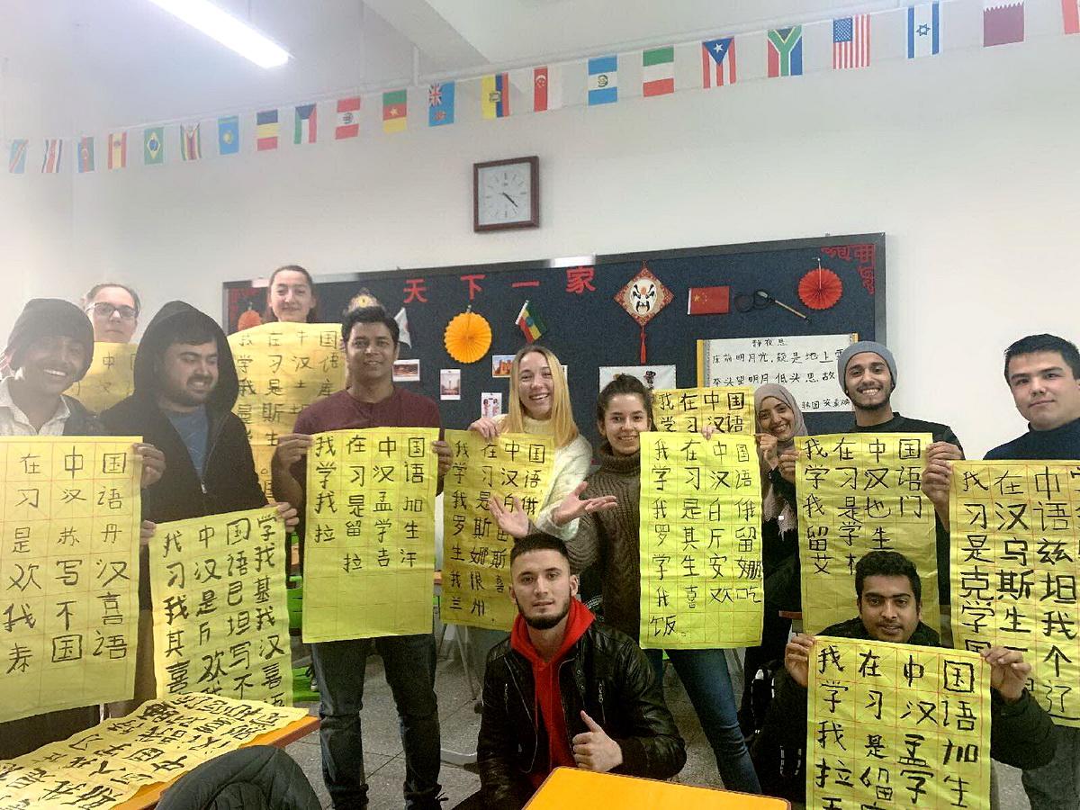 Анна Фесюн с одногруппниками на языковых курсах.