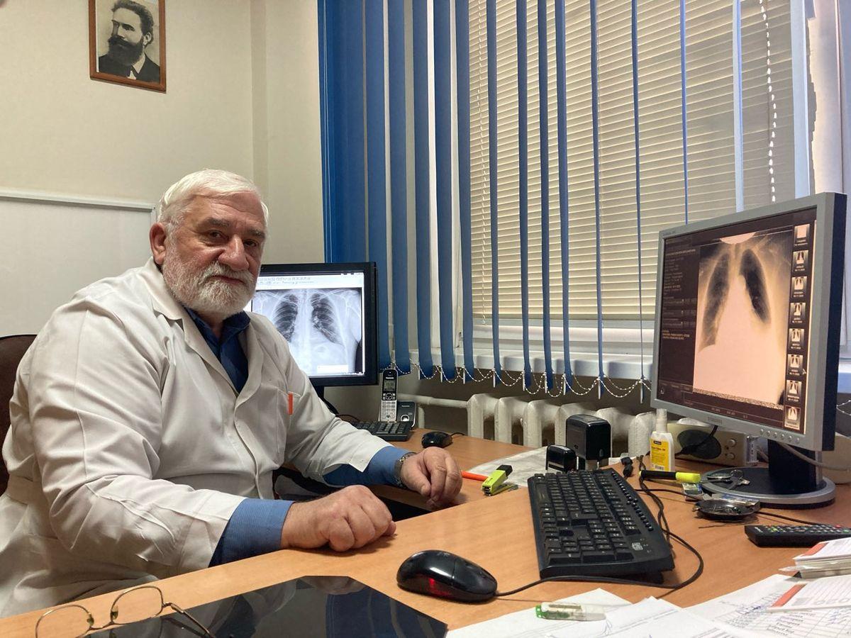 Владимир Златогуре в процессе работы