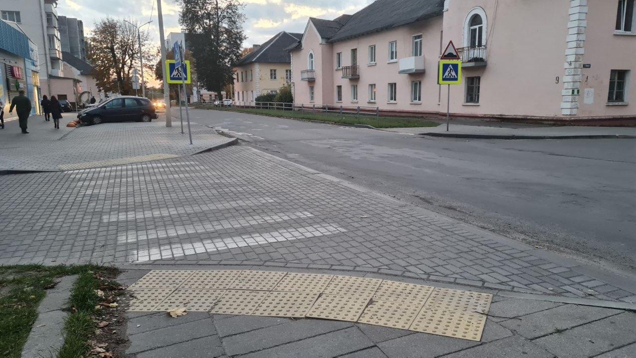 Тактильная плитка на пешеходном переходе в Барановичах. Фото: личный архив Светланы ПОТОЦКОЙ