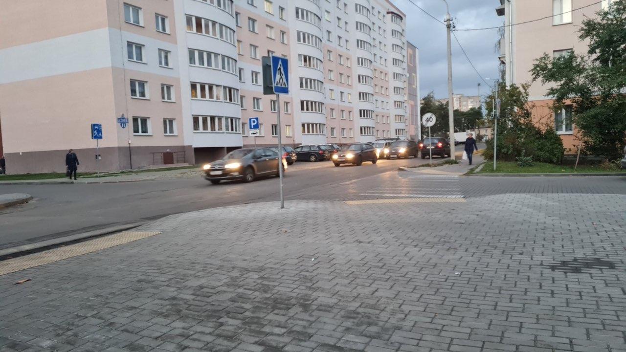 Предупреждающая плитка на одном из перекрестков в Барановичах. Фото: личный архив Светланы ПОТОЦКОЙ