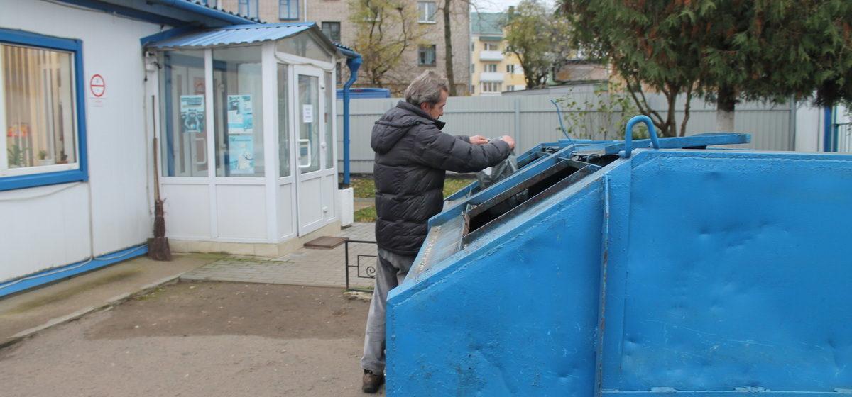 644 тонны пластика за 10 месяцев. Как в Барановичском городском ЖКХ собирают вторсырье, что с ним делают и зачем это все