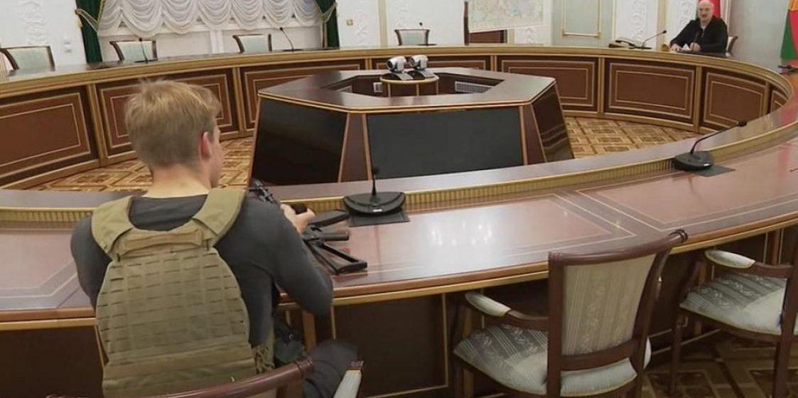 Милиция не видит нарушения закона в оружии у несовершеннолетнего Коли Лукашенко